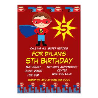 Le super héros badine des invitations de fête