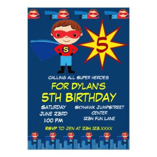 Le super héros badine le bleu d invitation de fête