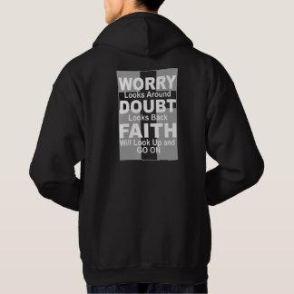 Le sweat - shirt à capuche inspiré des hommes au