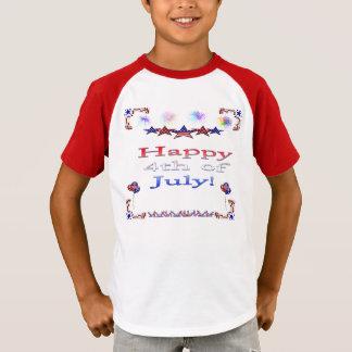 Le T-shirt 4 juillet de l'enfant heureux