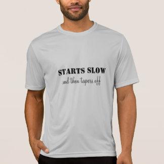Le T-shirt courant commence lent et diminue
