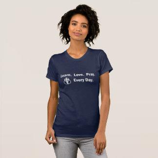 Le T-shirt de la femme : Apprenez que l'amour