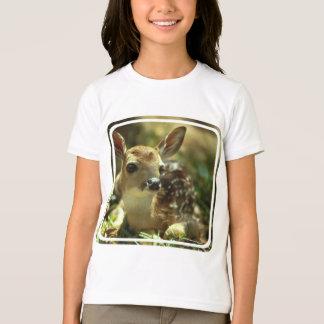 Le T-shirt de la fille de faon