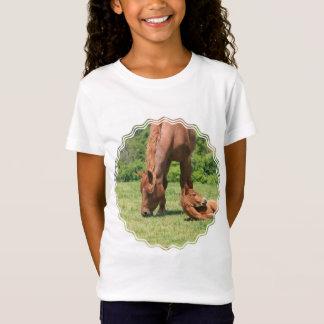 Le T-shirt de la fille de jument et de colt