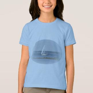 Le T-shirt de la fille de voile d'océan