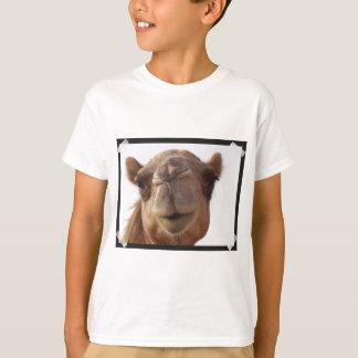 Le T-shirt de l'enfant de chameau