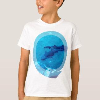 Le T-shirt de l'enfant de paires de requin