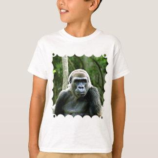 Le T-shirt de l'enfant de profil de gorille