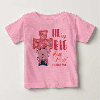 Le T-shirt de l'enfant, il a de grands plans pour