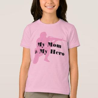 Le T-shirt de l'enfant militaire de maman