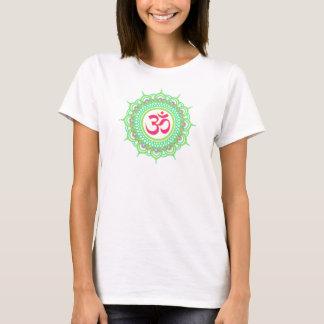 Le T-shirt de l'OM des femmes vertes de mandala