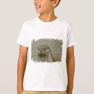 Le T-shirt de rivière de l'enfant géant de loutre