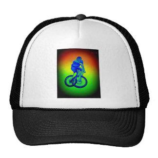 Le T-shirt de vélo de montagne de garçons présente Casquette