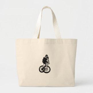 Le T-shirt de vélo de montagne de garçons présente Grand Sac