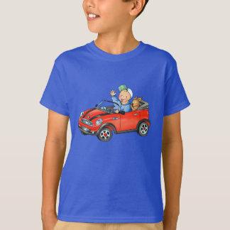 Le T-shirt des enfants foncés de voiture rouge de