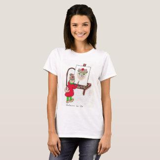 Le T-shirt des femmes avec la conception de chat