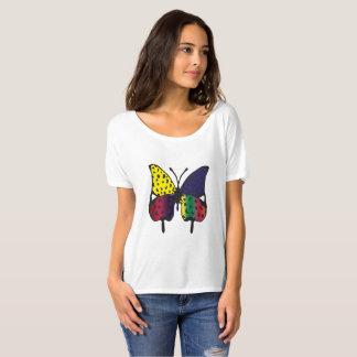 Le T-shirt des femmes avec la copie de papillon