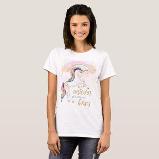 Le T-shirt des femmes de licorne d'arc-en-ciel