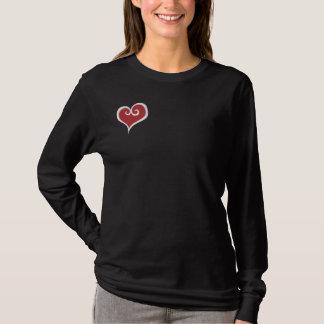 Le T-shirt des femmes du coeur de la mère