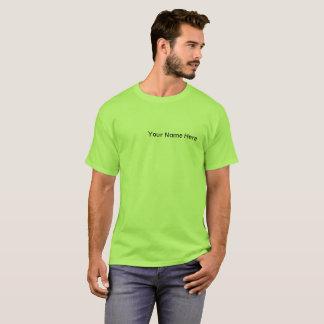 Le T-shirt des hommes avec teignent en nouant le