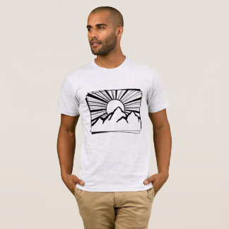 Le T-shirt des hommes de logo de montagne de