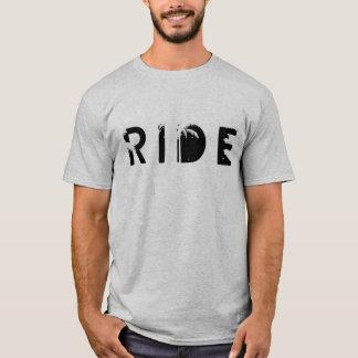 Le T-shirt des hommes de tour