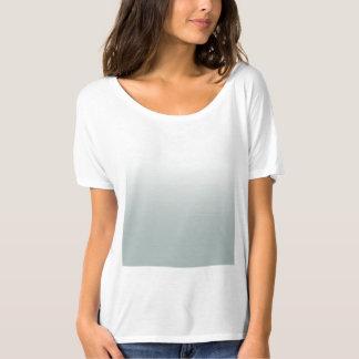 Le T-shirt d'ombre des femmes vertes du T-shirt  