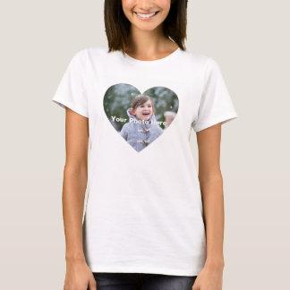 Le T-shirt en forme de coeur des femmes