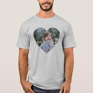 Le T-shirt en forme de coeur des hommes