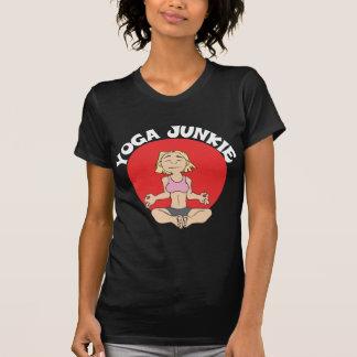 Le T-shirt foncé des femmes de drogué de yoga