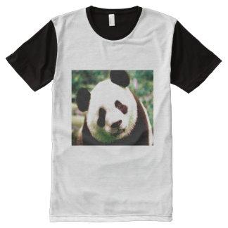 Le T-shirt noir et blanc des hommes avec le visage