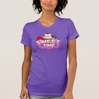 Le T-shirt pourpre des femmes douces de temps