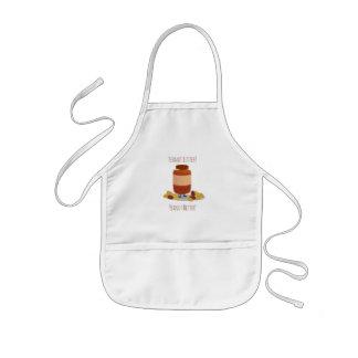 Le tablier d'arachide de beurre de l'enfant mignon