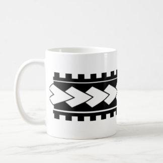 Le tatouage polynésien a conçu la tasse