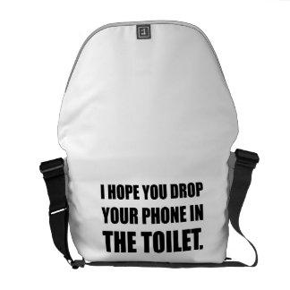 Le téléphone tombe dans la toilette sacoche
