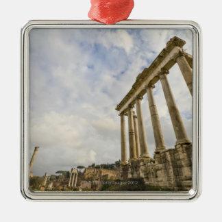 Le temple de Saturn est le plus vieux dans le Ornement Carré Argenté