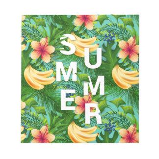Le texte tropical d'été sur la banane fleurit blocs notes