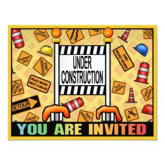Le thème en construction badine l'invitation de carton d'invitation 10,79 cm x 13,97 cm