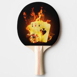 Le tisonnier brûlant carde la palette de ping-pong raquette de ping pong