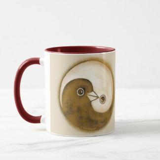 Le ton deux a dénommé des colombes de paix de mug