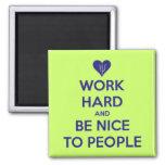 Le travail soit dur Nice à l'aimant de personnes