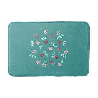 Le trèfle fleurit le tapis de bain moyen