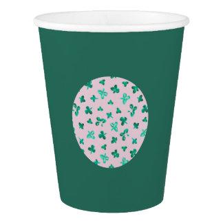 Le trèfle laisse la tasse de papier gobelets en papier