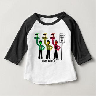 Le trio déprimé de feu d'arrêt à côté de la t-shirt pour bébé