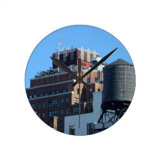 Le vieux bâtiment d'autorité portuaire horloges