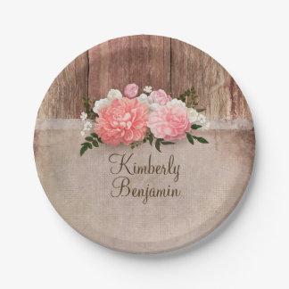 Le vieux rose en bois rustique de toile de jute assiettes en papier