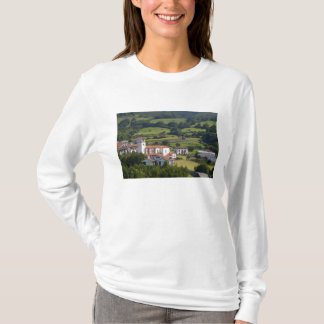 Le village d'Amaiur dans la vallée de Baztan de T-shirt