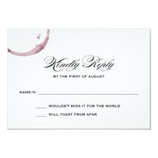 Le vin souille la carte de réponse de mariage de