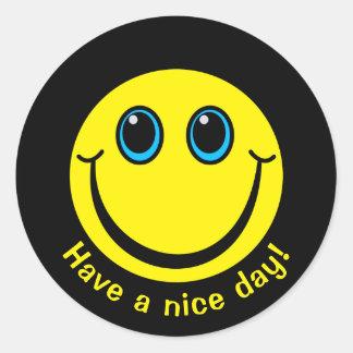 Le visage souriant ont un beau jour sticker rond