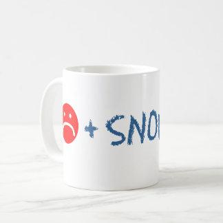 Le visage triste plus la neige égale la tasse